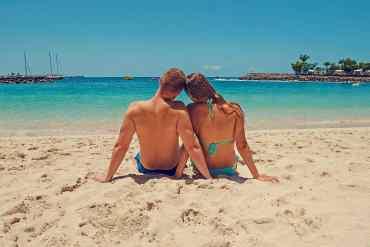 Verliebtes Paar am Strand