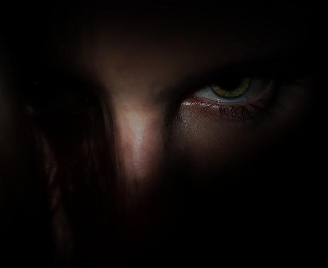 Gesicht im Schatten