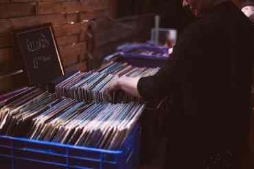 Viele Alben in Kisten