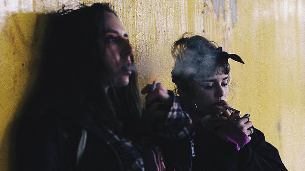 2 Frauen rauchen