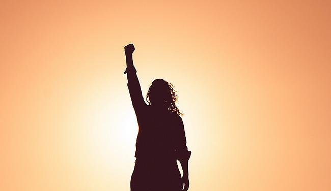 Silhouette einer starken Frau