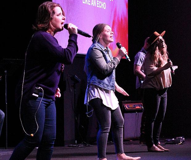 Drei Frauen singen