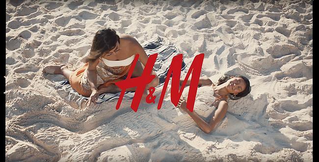 H&M Werbung 2019: Zwei Frauen am Strand