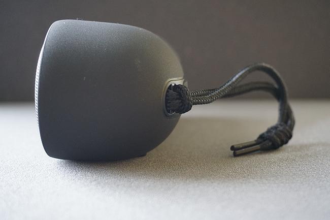 Tribit MaxSound Plus Bluetooth Lautsprecher von der Seite