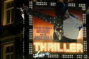 Michael Jackson auf einer Werbefläche