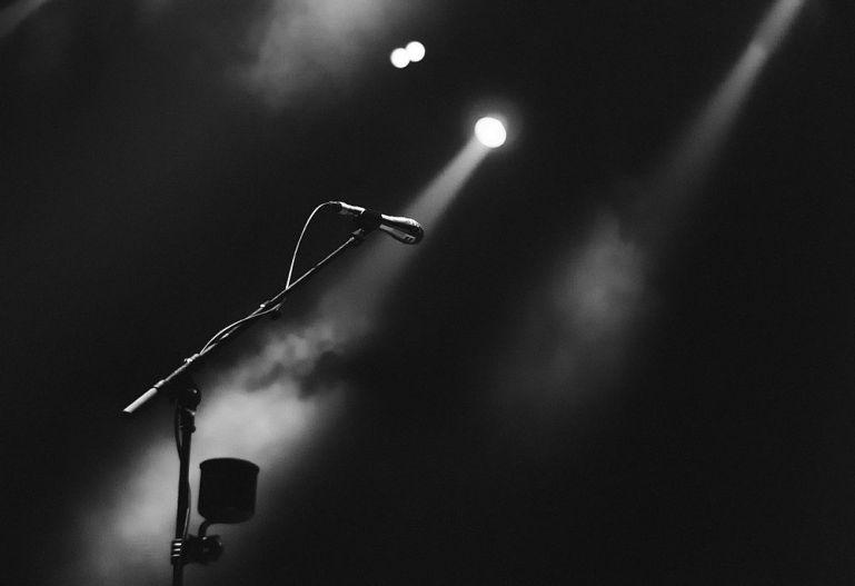 Mikrofon, Scheinwerferlicht