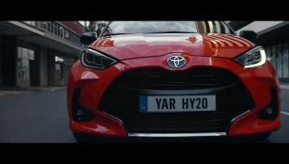 Screenshot aus der TOYOTA Yaris Hybrid Werbung