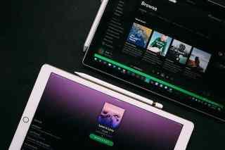 Spotify Oberfläche auf einem Tablet