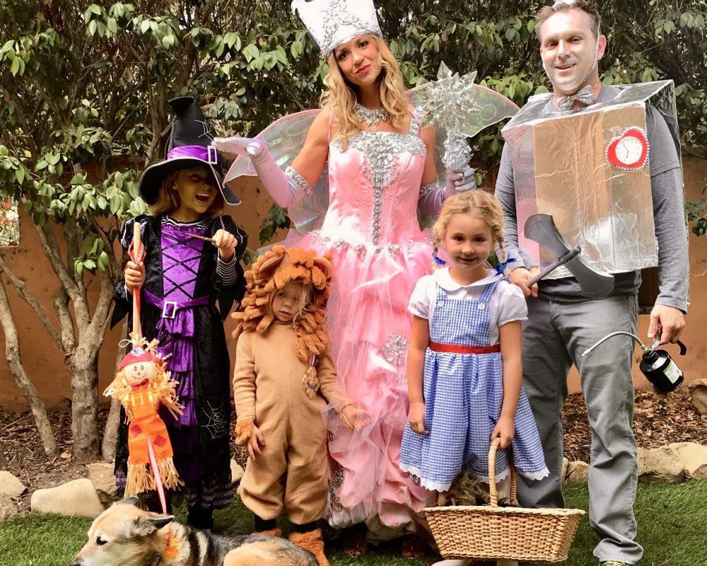 #familyoffivehalloweencostumeideas #familyhalloweencostumes #wizardofoz #wizardofozcostume #halloween #funfamilycostumes #familyhalloweencostumeswithkids | Poplolly co.