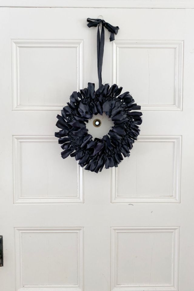 DIY halloween ribbon wreath | Poplolly co