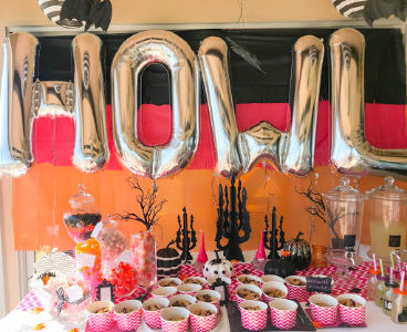 #girlshowlinhalloweenparty #littlegirlshalloweenbirthday #halloweenpartyideas #halloween #halloweenbirthday #halloweenparty #birthdaypartyideas #pinkorangepartydecor | Poplolly co