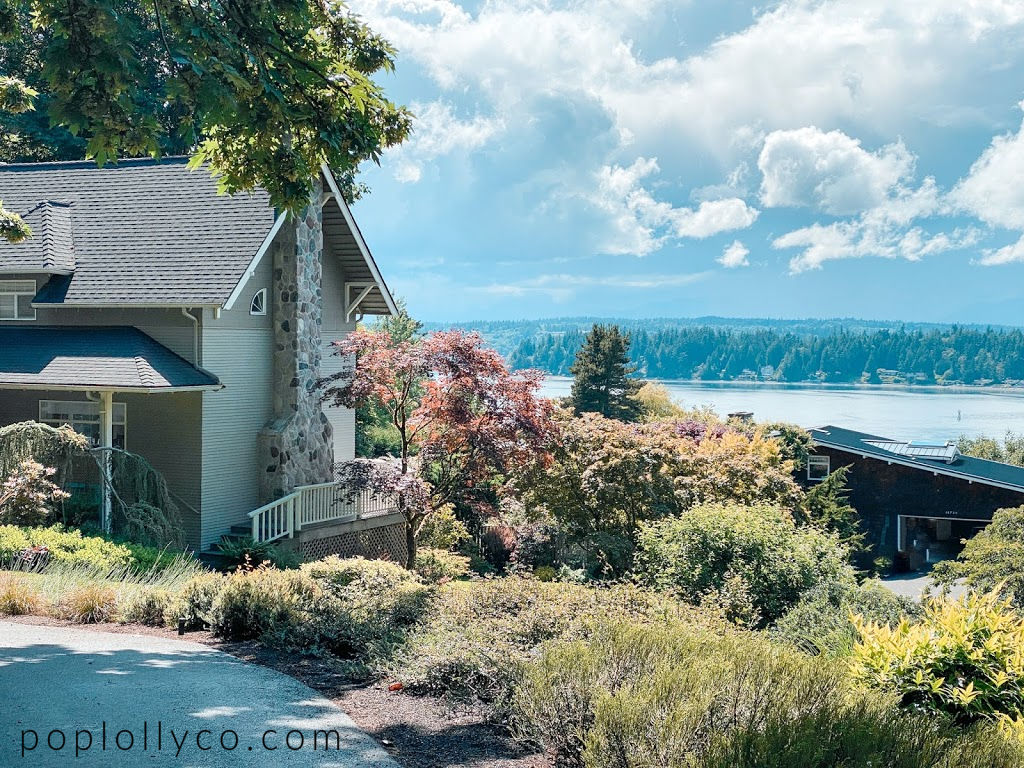 Home on the water in Bainbridge Island | coastal homes || Poplolly co