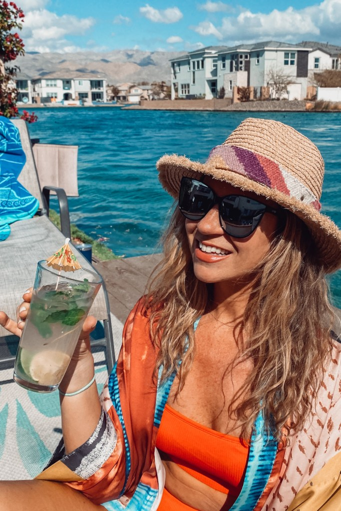 enjoying a skinny cocktail | mojito recipe | poplolly co