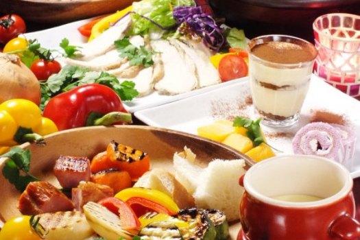 食べ放題・貸切パーティーは新宿の【肉バルPOPLUS】までご予約を~女子会・送別会の会場にも対応~