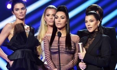 Kardashian's. Foto: Reprodução/Instagram @enews)
