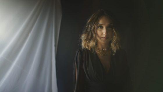 Maria Nayra lança clipe que marca nova fase de sua carreira