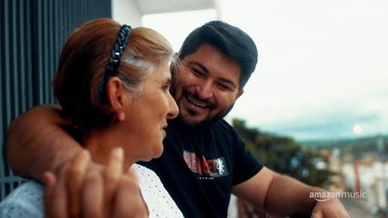 Felipe Barão e sua mãe. Foto: Divulgação