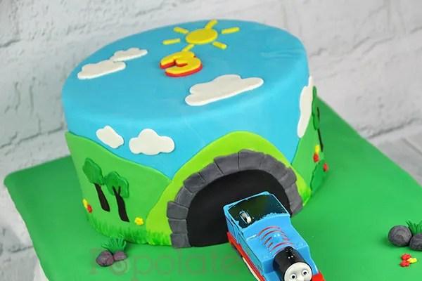 Thomas the tank engine cake
