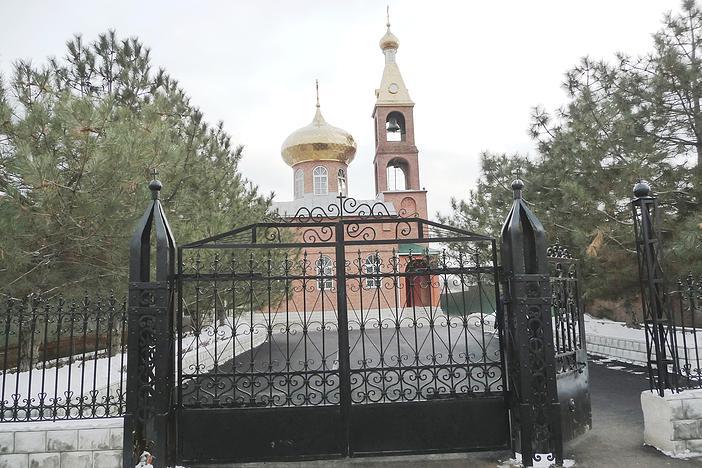 Новый храм мучеников Флора и Лавра