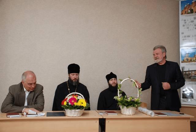 Выступает В.П. Мелихов