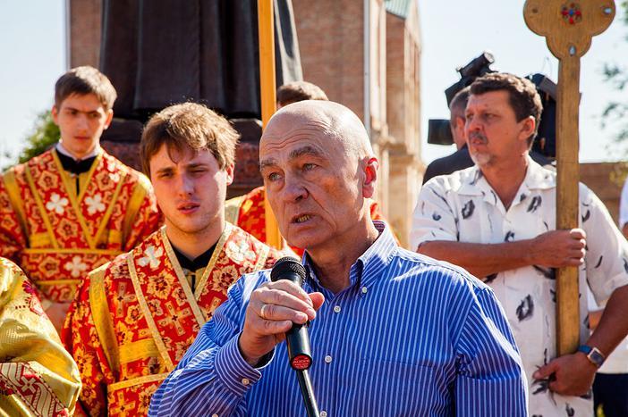 Выступает внук протоиерея Илии Попова,  президент Фонда имени священника Илии Попова  А.Г. Сухарев