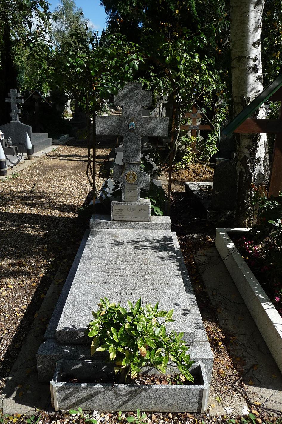 Могила П.Н., С.Ф. и М.П. Шатиловых. По завещанию Павла Николаевича здесь же захоронен его верный денщик И.М. Ерофеев
