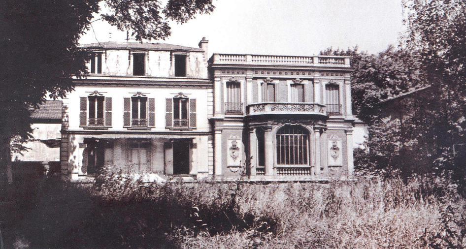 Июнь 1929 г.: особняк, арендованный Лейб-казаками. Это здание и сегодня является пристанищем для их потомков и полкового музея.