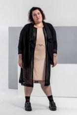 Mariana = Vestido: Natieppo R$ 129,90 Quimono: Titha Plus Size R$ 99,90 Moletom: Clamarroca Plus R$ 229,90