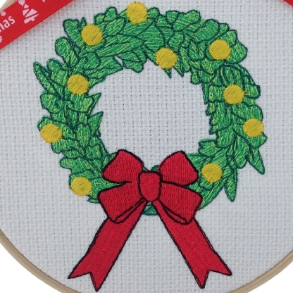 Green Christmas Wreath Embroidered Hoop, Christmas gift / decoration