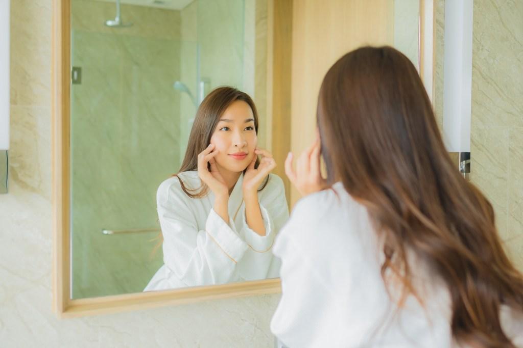 洗臉機可以同時搭配酸類保養品嗎?