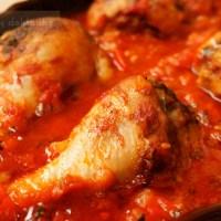 Pieczone podudzia z kurczaka w sosie pomidorowo-paprykowym
