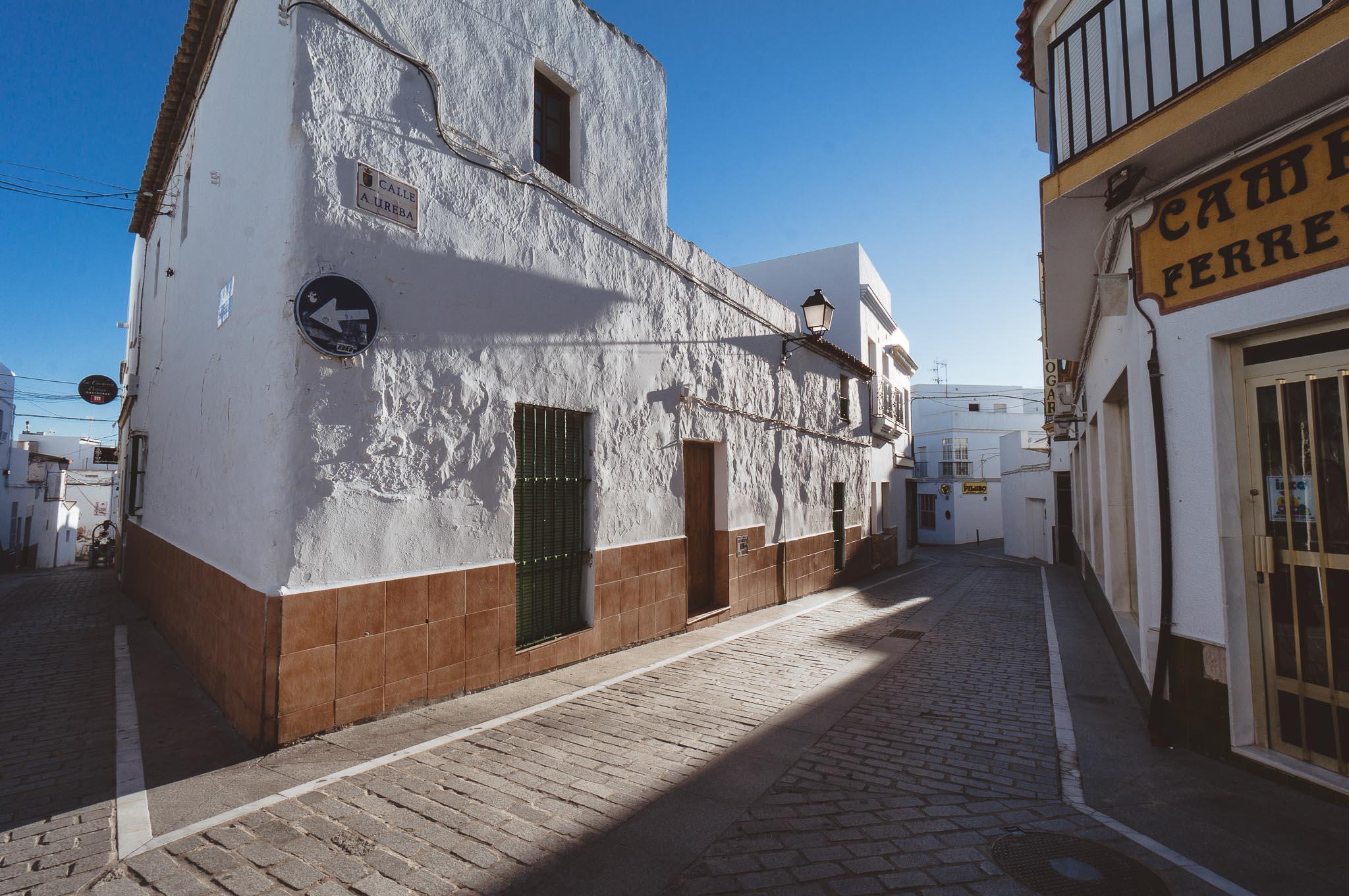Typowa zabudowa Pueblo Blanco, Conil
