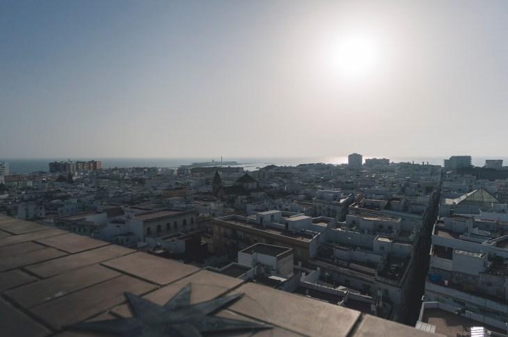 widok na miasto i ocean