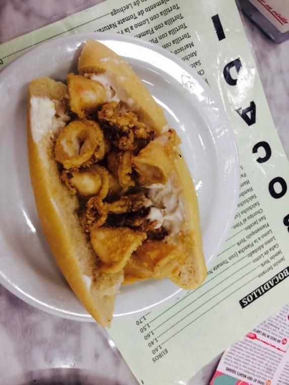 baccadillo de calamares fritos con mayo