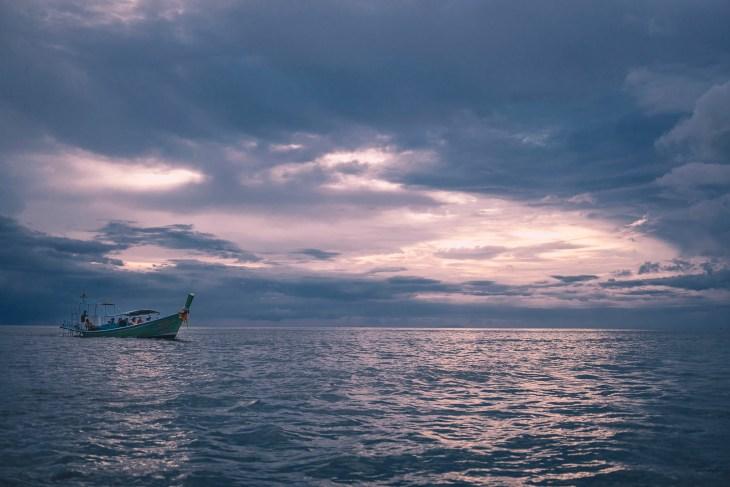 zachód słońca na morzu