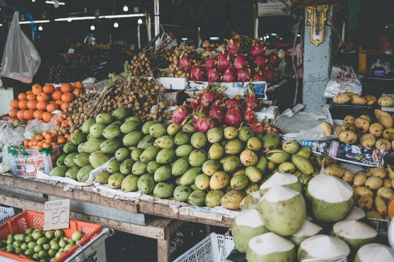 Więcej owoców na targu