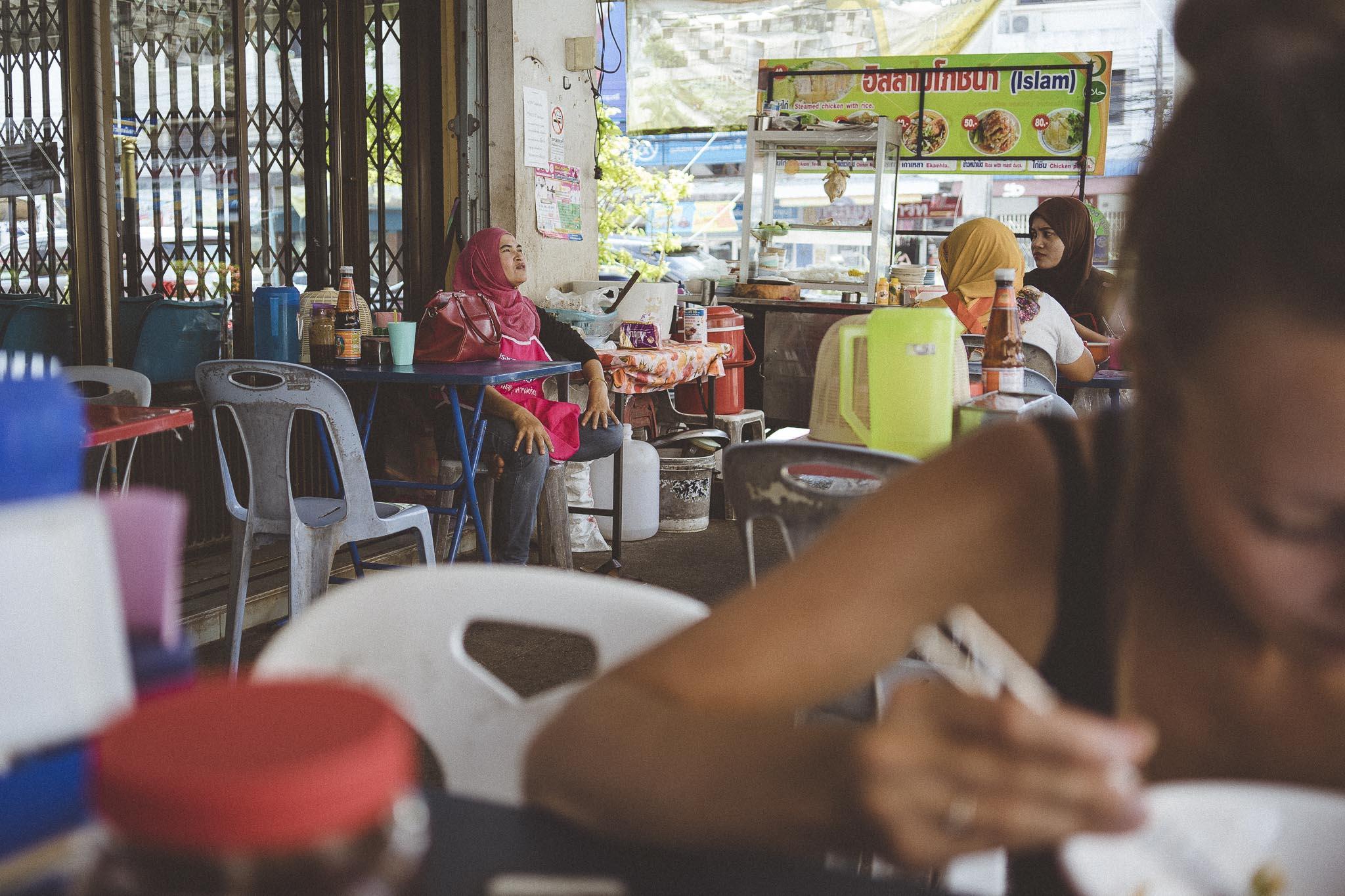Garkuchnie halal to nierzadki widok w Krabi