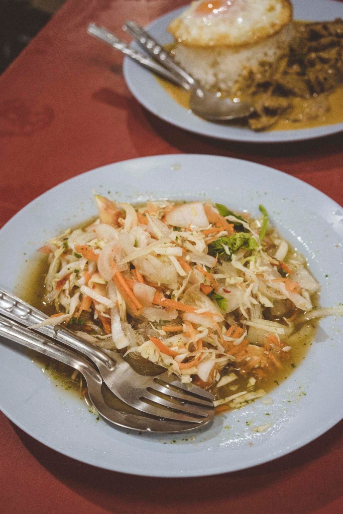 pikantna i orzeźwiająca sałatka z makaronem z kiełków fasoli mung i warzyw, pycha!