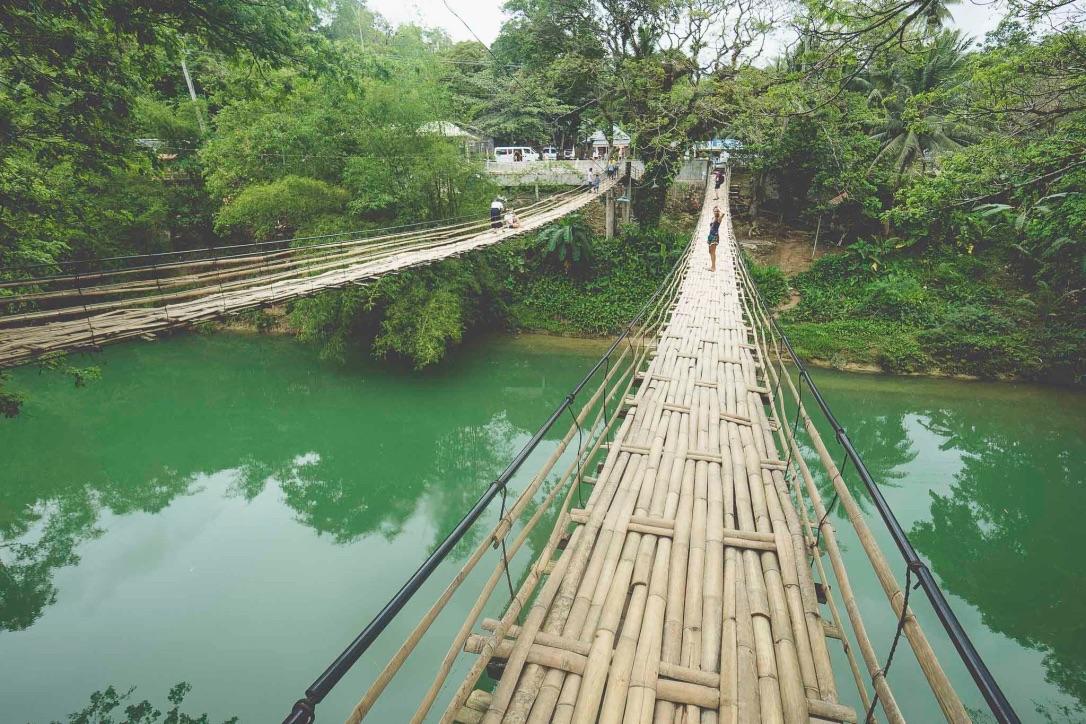 przejście bambusowym mostem to może nie jest największe wyzwanie, ale spróbuj nim pobujać... ;-)