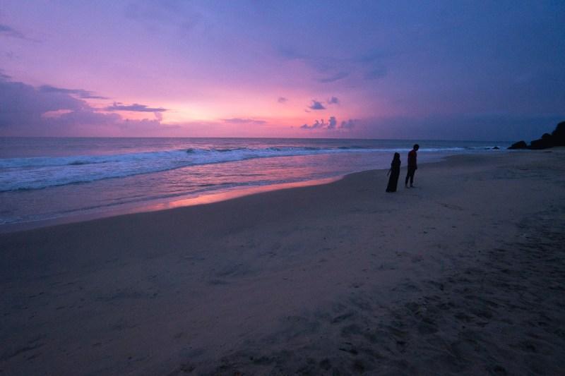 zachód słońca na plaży w Varkali