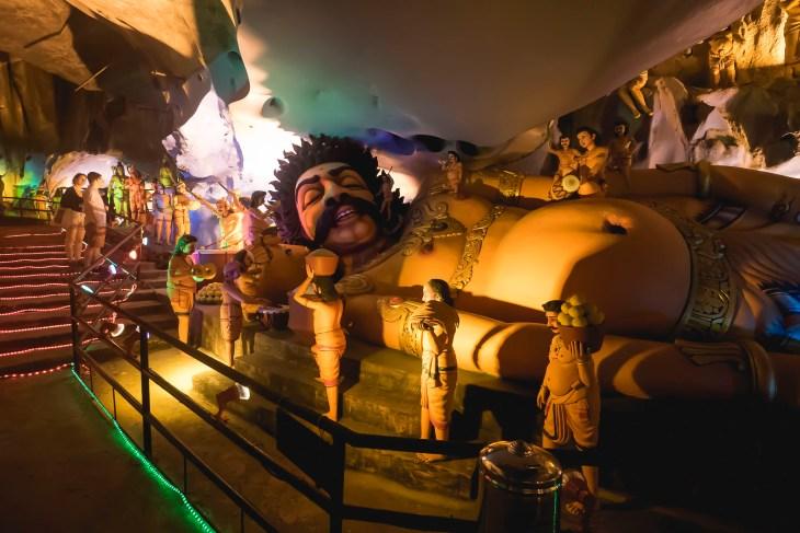 ta i inne rzeźby czekają na Was w jaskiniach Batu