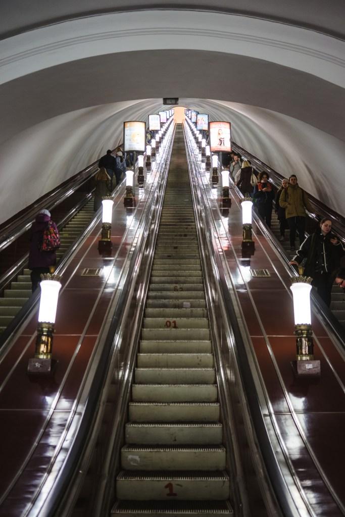 niekończące się schody, czyli głębokie metro w Petersburgu