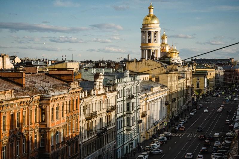 Widok na monumentalną architekturę Petersburga