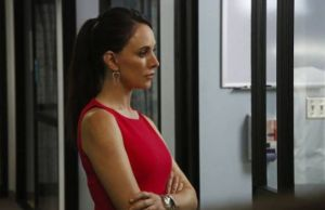 Revenge: Victoria descobre caixa infinito de Emily 1