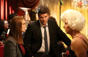 "Bones: Booth e Brennan visitam bar de ""drag queens"" 1"