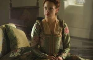 Reign: Elizabeth encara difícil decisão