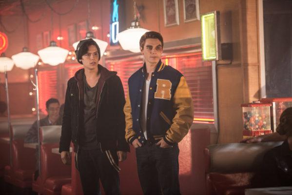 Riverdale desenvolve trama intrigante na 1ª temporada