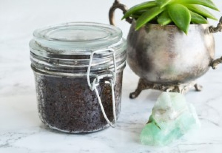 Smoothing Coffee Scrub DIY
