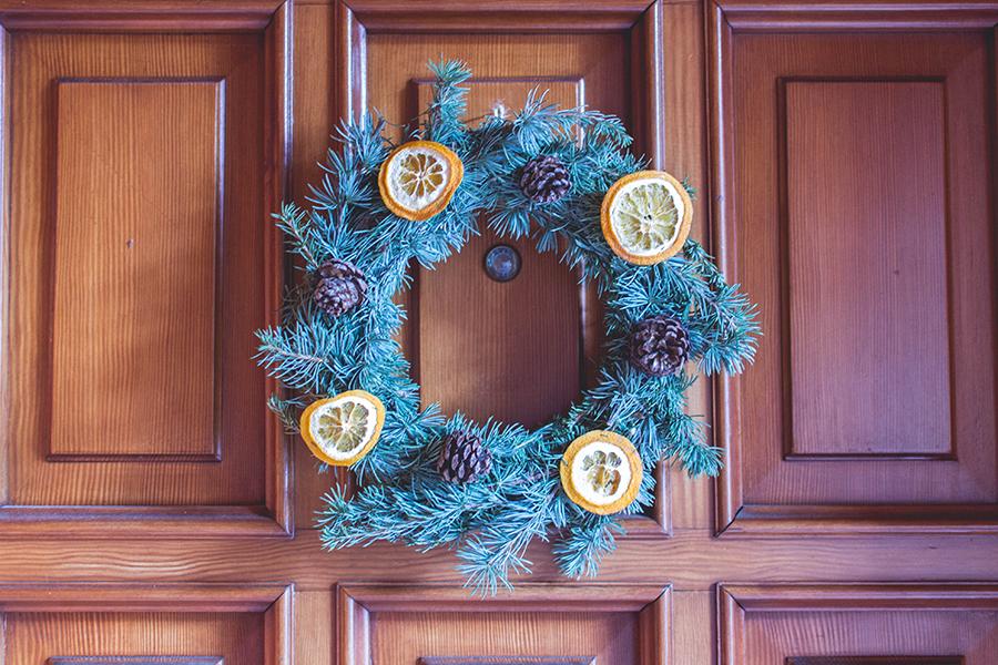 Final result for DIY Natual Christmas Wreath tutorial