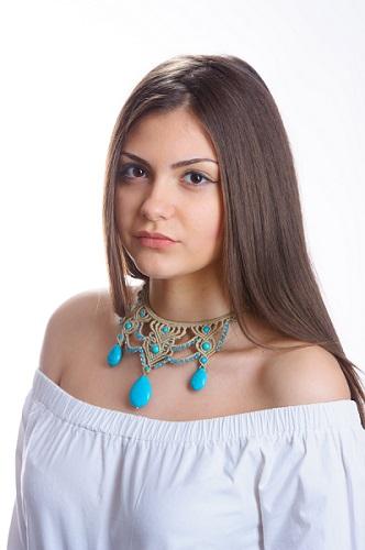 lillianeelysian_necklace_macramemodel2